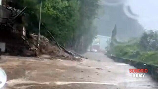 Lake Como: landslides, mud and floods.  The Regina state road is closed thumbnail