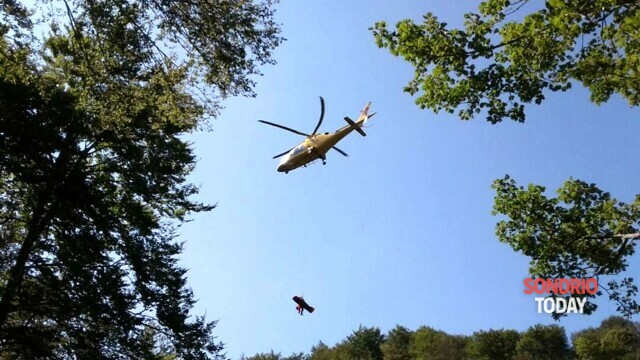 Hiker in difficulty in Val di Mello, recovered with the winch and taken to the valley thumbnail