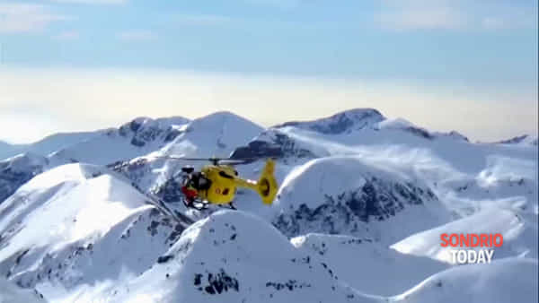 La perfezione di un recupero in quota con l'elicottero: le spettacolari immagini del Soccorso Alpino lombardo