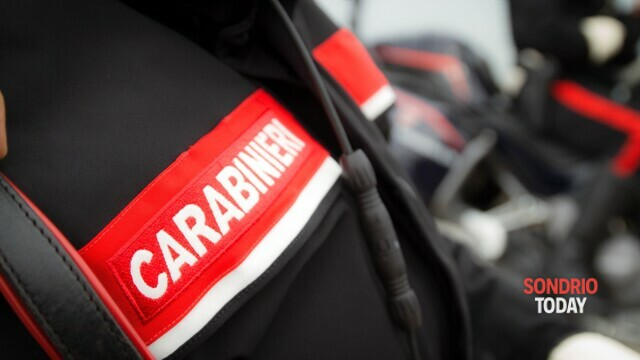 Child pornography photos and videos on PC and telephone: man arrested by the Carabinieri thumbnail