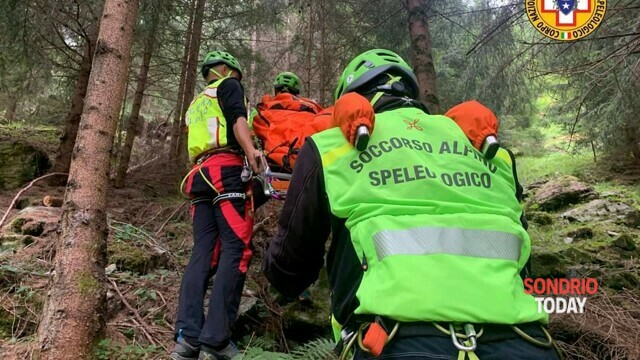 Lanzada, an ankle fractured at high altitude: the Alpine Rescue intervenes thumbnail